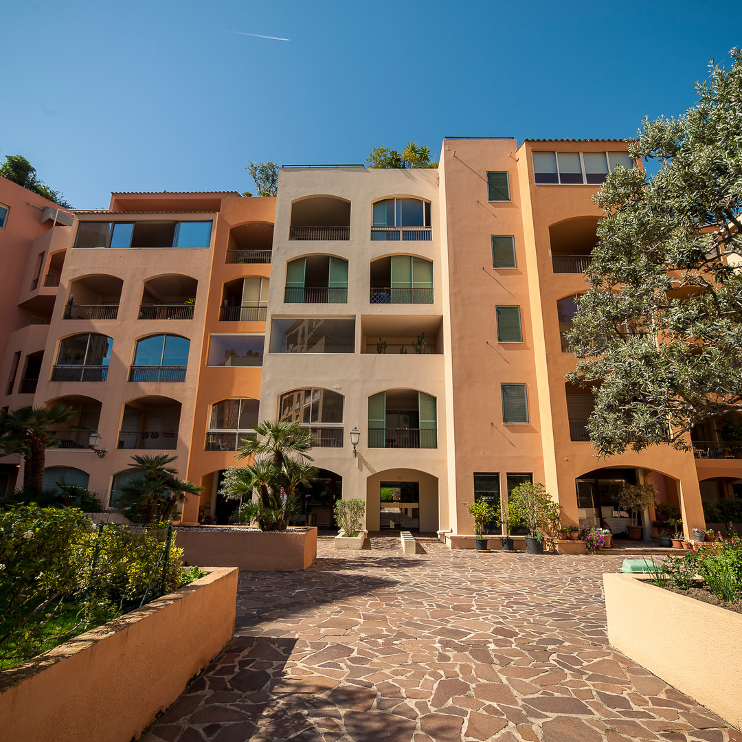 FONTVIEILLE, bright one bedroom flat in perfect condition with clear view