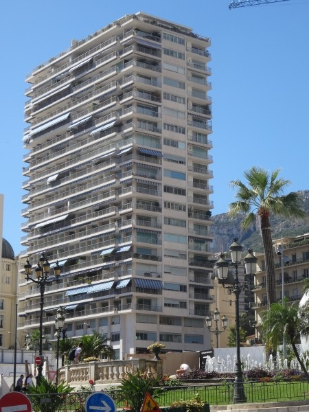 SUN TOWER – RARE 1 BEDROOM FLAT IN AN EXCLUSIVE RESIDENCE A FEW STEPS FROM THE CASINO