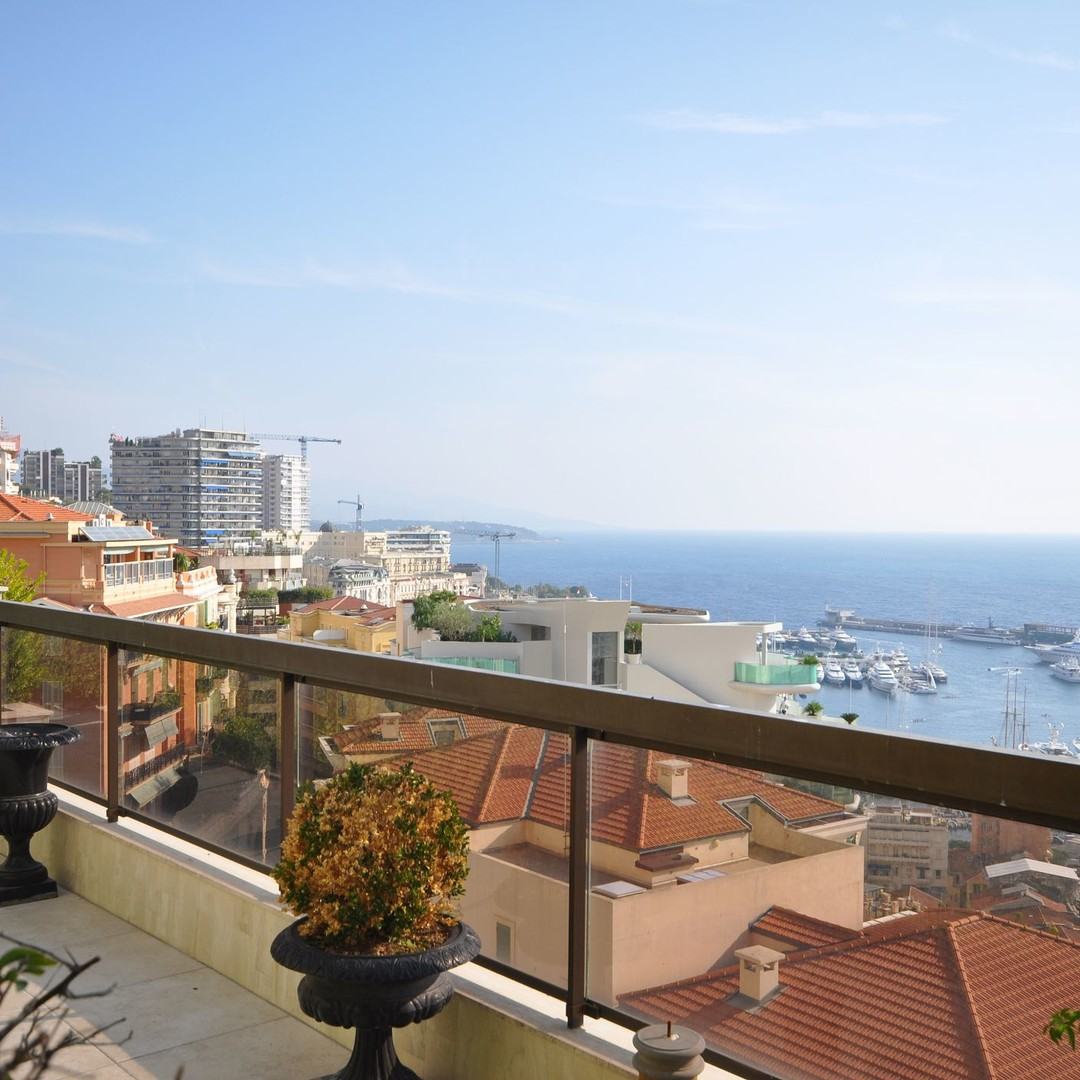 Unique roof top triplex, panoramic sea views