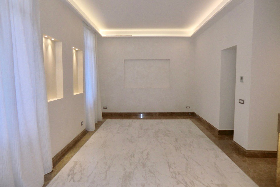Renovated 4 rooms (Law 1235)