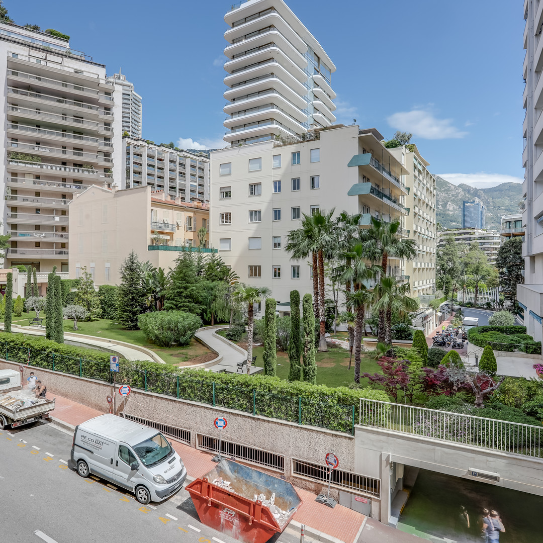 **NEW Sole Agent - Perfect pied à terre with views and parking